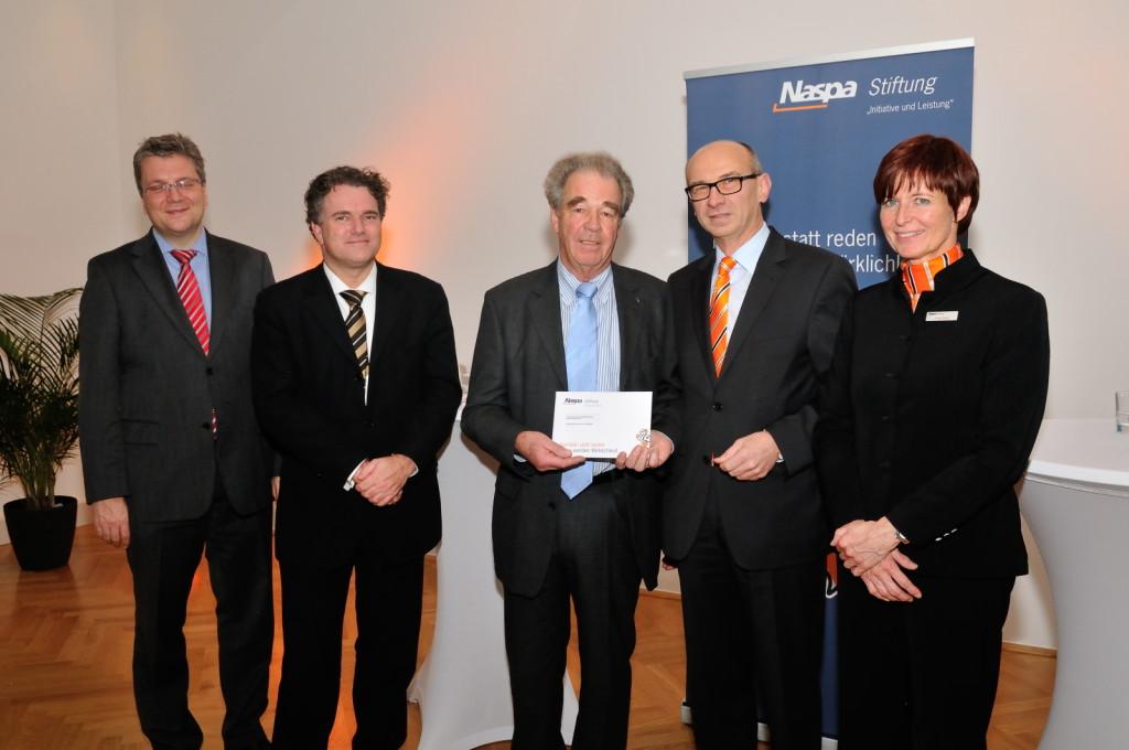 Vertreter der Naspa-Stiftung (im Foto rechts) übergaben 20.000 Euro an unseren Förderverein.
